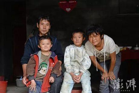 Cau be giong het Jack Ma gap rac roi vi noi tieng - Anh 2