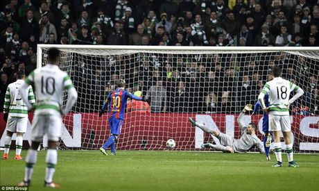 Celtic 0-2 Barcelona: Van la Lionel Messi - Anh 3
