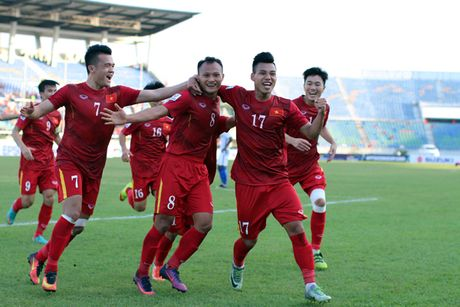Huu Thang tiet lo bi kip giup Viet Nam ha guc Malaysia giua trua nang - Anh 1