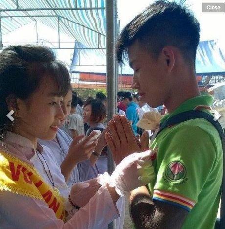 Chang trai Nghe An hy sinh canh tay cuu ban thoat chet - Anh 5