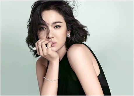 "Song Hye Kyo duoc fan tang qua sinh nhat ""khung"" - Anh 1"