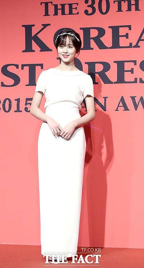 Kim So Hyun, co nang dac biet yeu thich mau trang - Anh 10