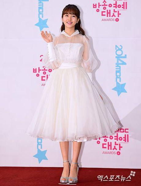 Kim So Hyun, co nang dac biet yeu thich mau trang - Anh 13