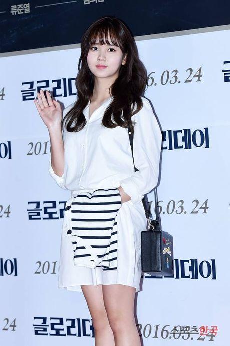 Kim So Hyun, co nang dac biet yeu thich mau trang - Anh 14