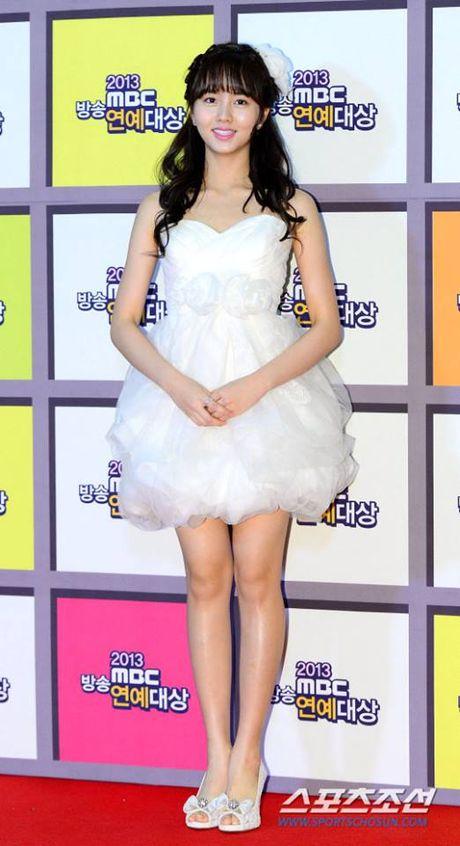 Kim So Hyun, co nang dac biet yeu thich mau trang - Anh 15