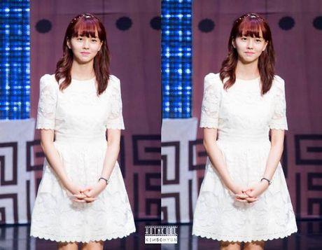 Kim So Hyun, co nang dac biet yeu thich mau trang - Anh 2