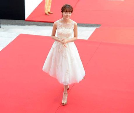 Kim So Hyun, co nang dac biet yeu thich mau trang - Anh 3