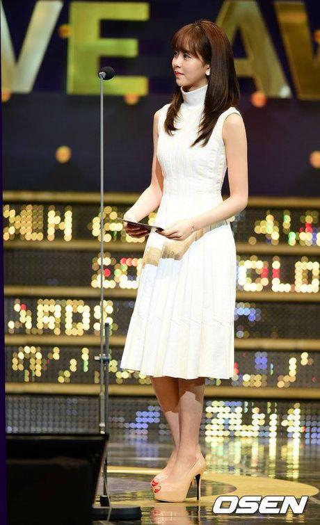 Kim So Hyun, co nang dac biet yeu thich mau trang - Anh 4