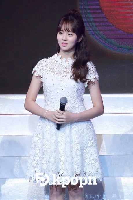 Kim So Hyun, co nang dac biet yeu thich mau trang - Anh 7
