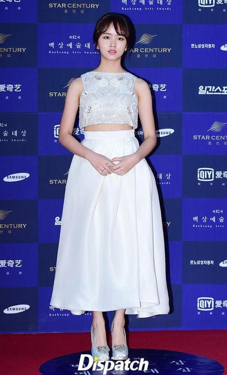 Kim So Hyun, co nang dac biet yeu thich mau trang - Anh 8