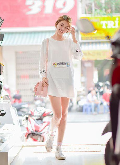 Fung La tu tin do dang voi Quynh Chau tren pho - Anh 1
