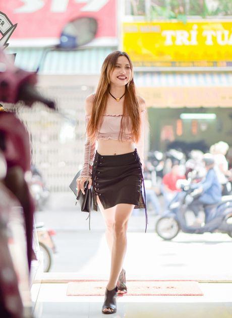 Fung La tu tin do dang voi Quynh Chau tren pho - Anh 2