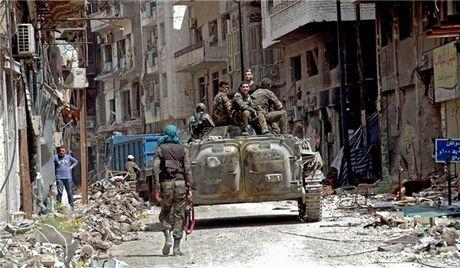 Quan doi Syria diet hon 100 phien quan trong giao tranh o nam Aleppo - Anh 1