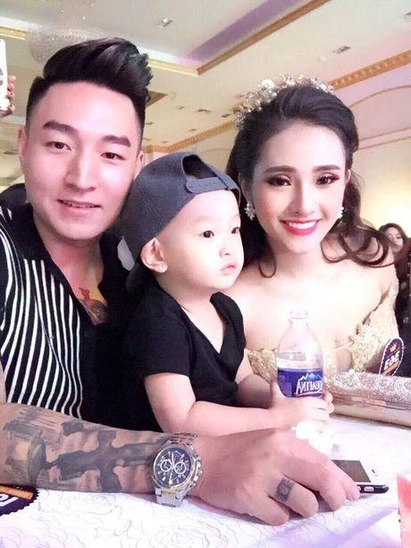 Hanh phuc cua nguoi chong dien trai yeu thich viec cham vo con - Anh 1