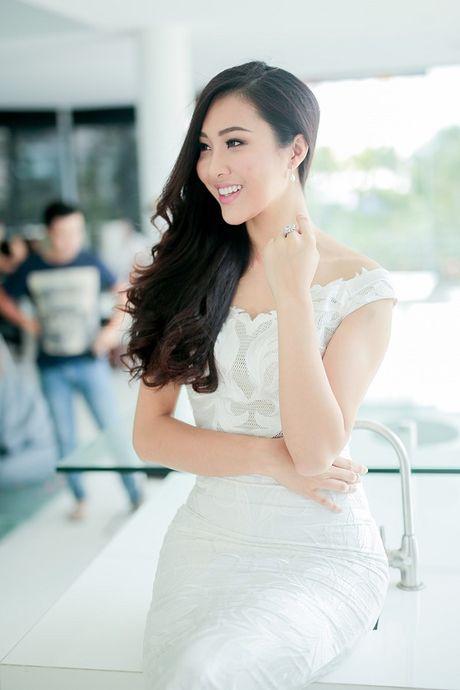 Hoa khoi Dieu Ngoc lam viec 16h lien tuc truoc khi len duong du Miss World - Anh 13