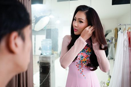 Hoa khoi Dieu Ngoc lam viec 16h lien tuc truoc khi len duong du Miss World - Anh 2