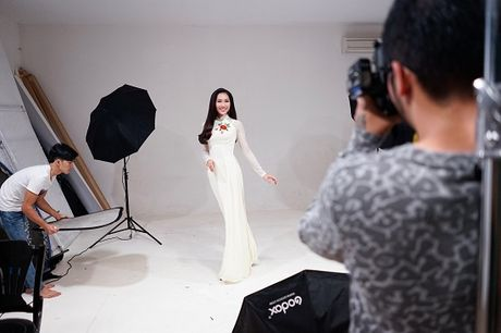 Hoa khoi Dieu Ngoc lam viec 16h lien tuc truoc khi len duong du Miss World - Anh 6