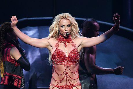 Dien qua sung, Britney lai lo 'lo' - Anh 1