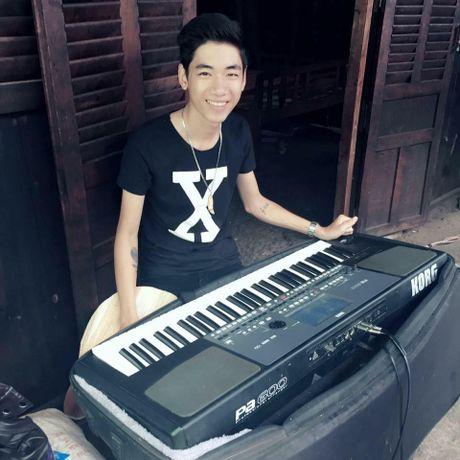 Chang trai 17 tuoi gay 'sot' vi bien organ thanh ban DJ va dan tranh - Anh 2