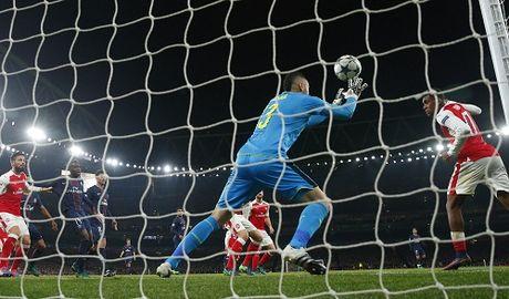 Arsenal lo co hoi chiem ngoi dau bang vi ban phan luoi - Anh 1