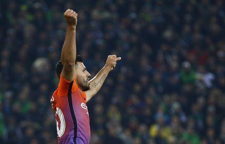 Messi ap dao trong cuoc dua vua pha luoi Champions League - Anh 6
