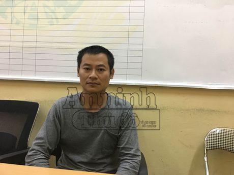 Tam giu hinh su doi tuong trong xe dung hung khi de doa khach o Linh Dam - Anh 1