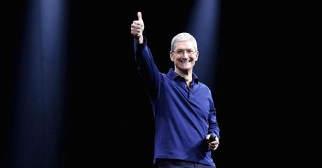 Ong Trump thuyet phuc Tim Cook san xuat iPhone tai My nhu the nao? - Anh 2
