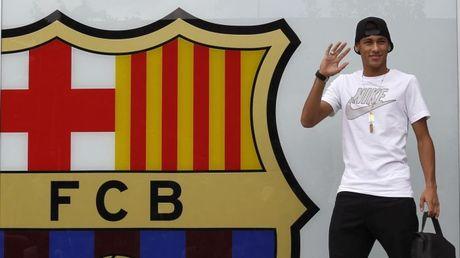 Neymar doi mat an phat hai nam tu vi tron thue - Anh 4