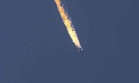 Tron mot nam vu cuong kich Su-24 Nga bi ban roi o Syria - Anh 1