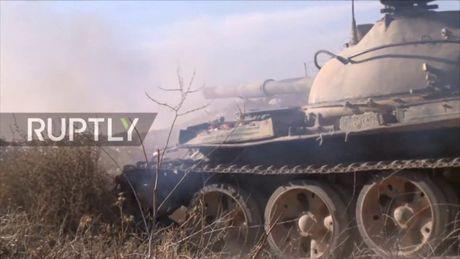 Video chien su Syria: Quan chinh phu tan cong du doi dong Aleppo - Anh 1
