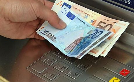 Nhieu ATM tu nha hang trieu USD - Anh 1