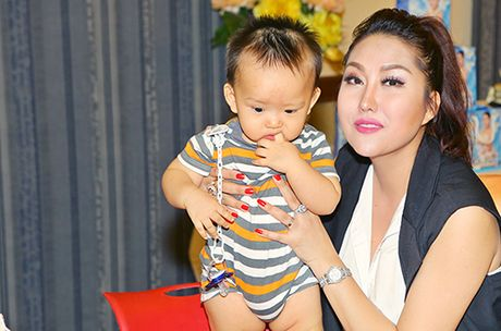 Khoi benh, Phi Thanh Van mo tiec mung tho me - Anh 6