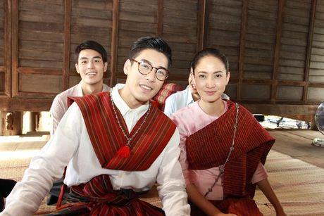'Nu than ran': Bom tan dang 'lam loan' man anh Thai voi trai dep va nu hoang rating - Anh 3