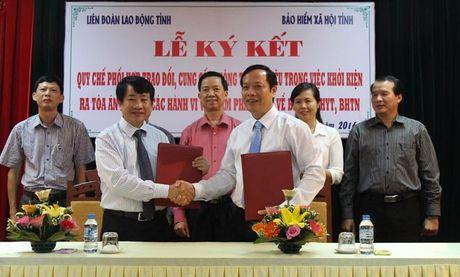 LDLD va BHXH tinh Bac Giang sau 1 nam phoi hop: Tuyen truyen ve BHXH cho 200.000 luot lao dong - Anh 1