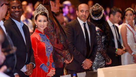Hoa hau Suong Dang lam giam khao cuoc thi sac dep nuoc ngoai - Anh 4