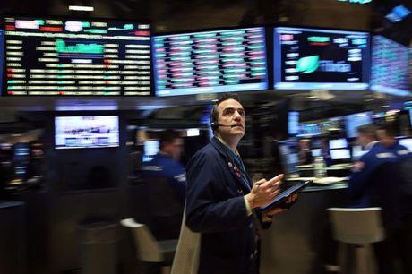 Dow Jones va S&P 500 tiep tuc lap ky luc moi, gia vang lao doc - Anh 1