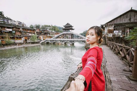 Co nang 9X du lich Trung Quoc voi 10 trieu dong - Anh 9