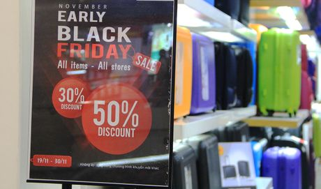 Black Friday: Co hoi de 'xa' hang cu - Anh 1