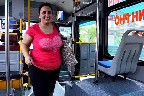 Dut canh khach di xe bus bi moi xuong vi tra 50.000 dong - Anh 1