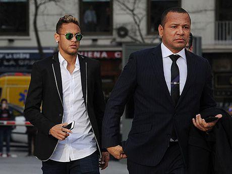 Neymar bi de nghi bo tu 2 nam, Barca bi phat nang - Anh 1