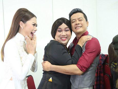 'Cuoi xuyen Viet': Gia Bao het nhai Hoai Linh den nhai Lam Chi Khanh - Anh 1