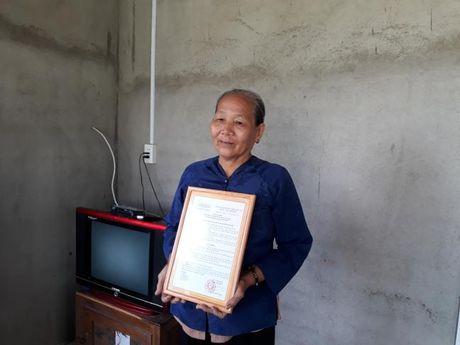 Hoi LHPN TP du le trao tang mai am tinh thuong tai Binh Chanh - Anh 2