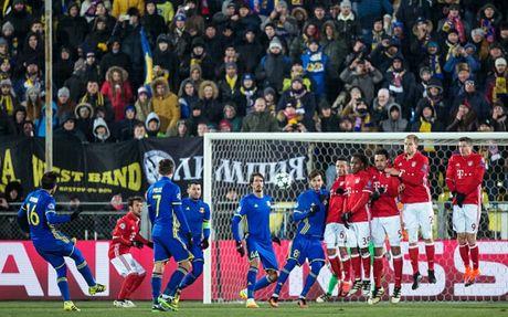 Toan canh 'Hum xam' Bayern guc nga truoc doi bong 'ty hon' Rostov - Anh 10
