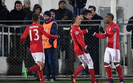 Toan canh 'Hum xam' Bayern guc nga truoc doi bong 'ty hon' Rostov - Anh 3