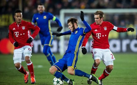 Toan canh 'Hum xam' Bayern guc nga truoc doi bong 'ty hon' Rostov - Anh 5