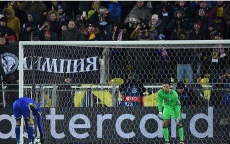 Toan canh 'Hum xam' Bayern guc nga truoc doi bong 'ty hon' Rostov - Anh 6