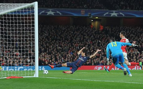 Toan canh tran cau kich tinh giua Arsenal voi PSG - Anh 2