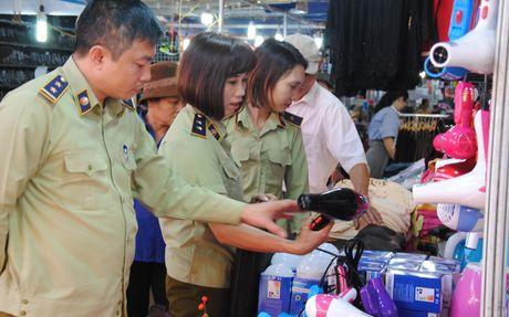 Hang nhai 'len loi' vao hoi cho Tay Bac - Anh 1