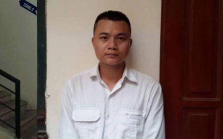 Tam giam tai xe taxi keo le cong an phuong tren pho o Ha Noi - Anh 1