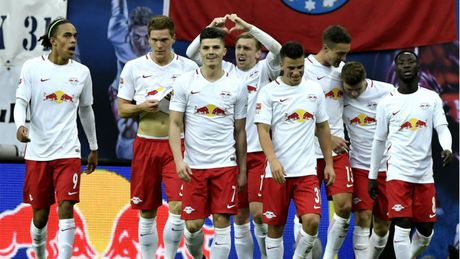 Co mot Bundesliga hap dan nhat trong 5 nam tro lai day! - Anh 1